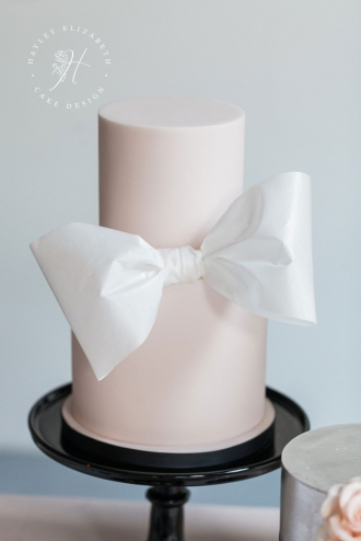 Pretty pink wedding cake with white bow | Elegant wedding cake in blush and white | Discover more blush wedding cake inspiration | bow wedding cake | wedding cake with bow | blush wedding cake | blush white wedding | blush black wedding | modern wedding cake | luxury wedding cake design | pretty wedding cake beautiful | wedding cake blush pink | pink wedding cake ideas | white pink wedding cake #bowweddingcake #blushweddingcake #weddingcakeideas