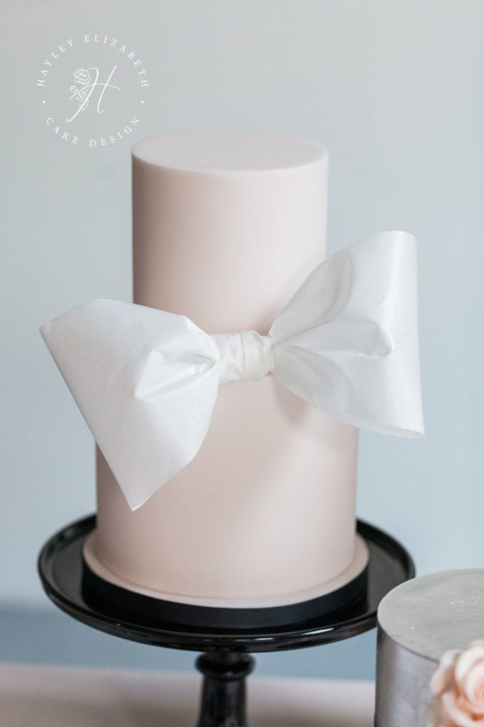 Pretty pink wedding cake with white bow   Elegant wedding cake in blush and white   Discover more blush wedding cake inspiration   bow wedding cake   wedding cake with bow   blush wedding cake   blush white wedding   blush black wedding   modern wedding cake   luxury wedding cake design   pretty wedding cake beautiful   wedding cake blush pink   pink wedding cake ideas   white pink wedding cake #bowweddingcake #blushweddingcake #weddingcakeideas