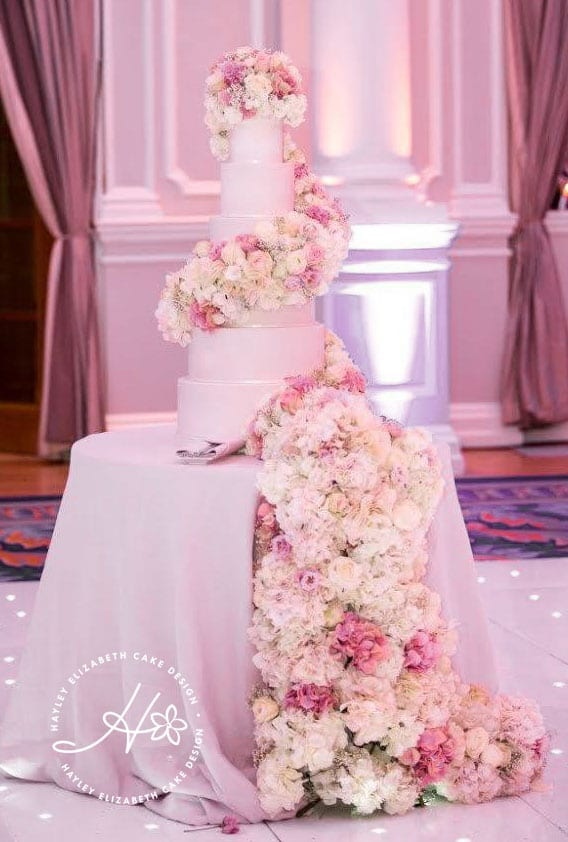 Sugar or fresh flowers for your wedding cake, luxury wedding cake, elegant wedding cake, fresh flowers cake, corinthia wedding, flower cascade
